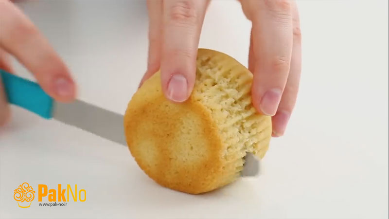کیک یزدی به شکل همبرگر با خمیر فوندانت